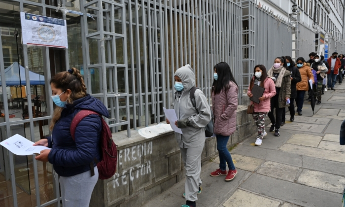 People queue outside a vaccination centre to get the Johnson&Johnson vaccine against COVID-19 in La Paz, on August 2, 2021. (AIZAR RALDES/AFP via Getty Images)