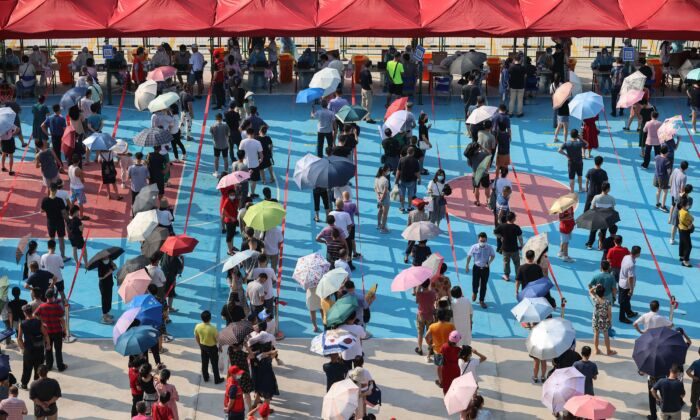 Residents queue to undergo nucleic acid testing for the novel  coronavirus in Xiamen city, in China's eastern Fujian Province, on Sept. 14, 2021. (STR/AFP)