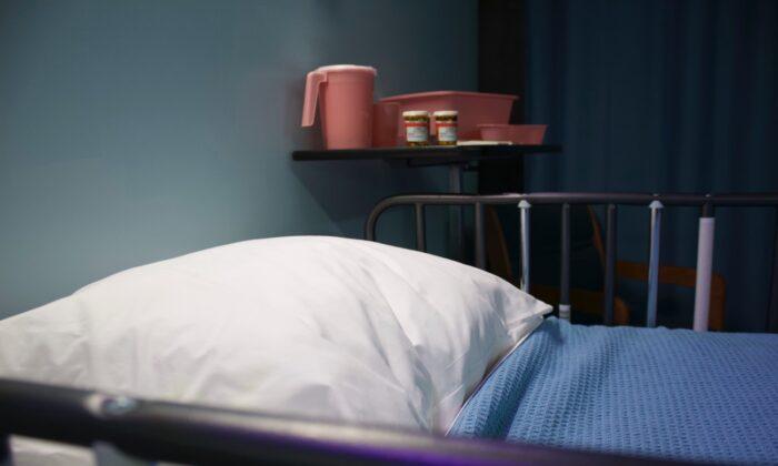 A stock image of a hospital bed. (Bret Kavanaugh/Unsplash)