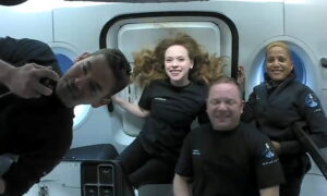 SpaceX Capsule With World's First All-Civilian Orbital Crew Set for Splashdown