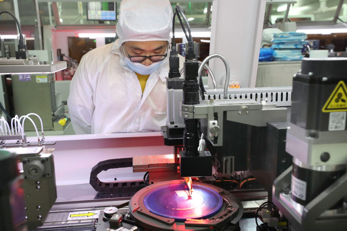 China's Biggest Chipmaker Unable to Acquire Advanced Chipmaking Equipment and Technology