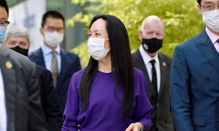Huawei Technologies Chief Financial Officer Meng Wanzhou returns to a court hearing following a lunch break in Vancouver,  Canada on Aug. 18, 2021. (Jennifer Gauthier/Reuters)