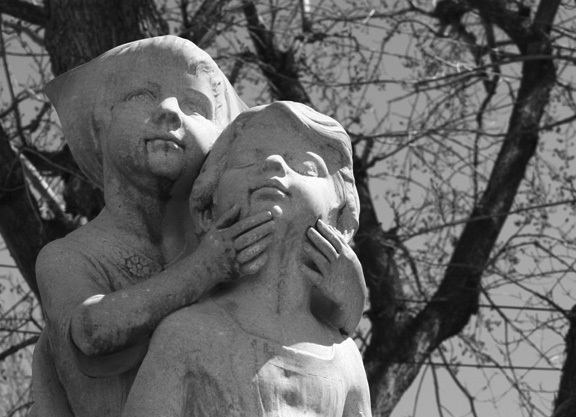 Statue of Wynken, Blynken, and Nod in Washington Park, Denver, here with only two figures shown. The statue was inspired by Eugene Field's poem for children by that name. (Keri S. Hathaway/CC BY-SA 2.5)
