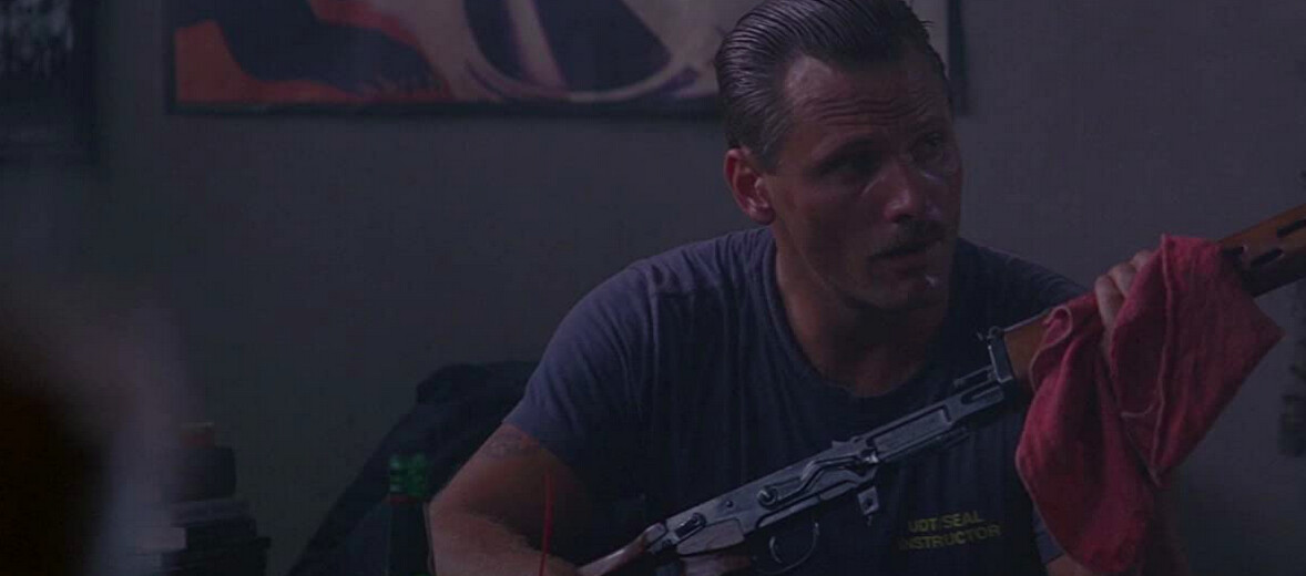 man in blue t-shirt with gun in G.I. Jane