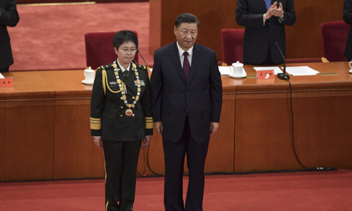 Maj. Gen. Chen Wei (L) receives an award from Chinese leader Xi Jinping during a ceremony to honour people who fought against the pandemic, at the Great Hall of the People in Beijing on Sept. 8, 2020. (Nicolas Asfouri/AFP via Getty Images)