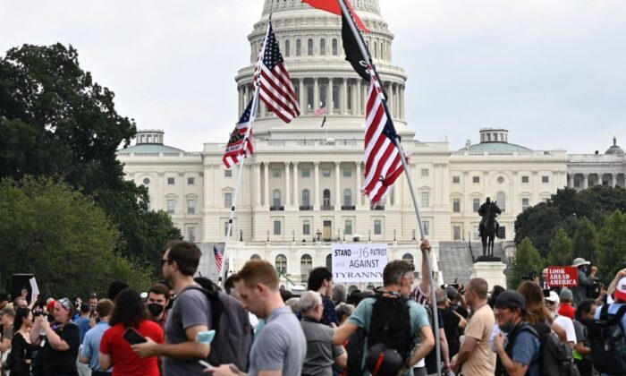 """Demonstrators gather for the """"Justice for J6"""" rally in Washington on Sept. 18, 2021. (Pedro Uugarte/AFP via Getty Images)"""