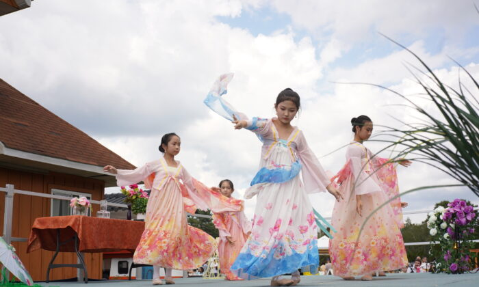 Dancers perform during Mid-Autumn festival in New Century Film, at Port Jervis, New York, on Sep 18, 2021. (Enrico Trigoso/The Epoch Times)