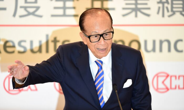 Hong Kong's richest man Li Ka-shing attends a press conference in Hong Kong on March 16, 2018. (Anthony Wallace/AFP via Getty Images)