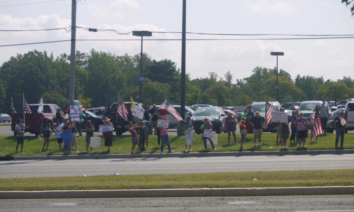 People rally against COVID-19 vaccine mandates and to protect their constitutional rights in Deptford, N.J., on Sept. 18, 2021. (Ella Kietlinska/The Epoch Times)
