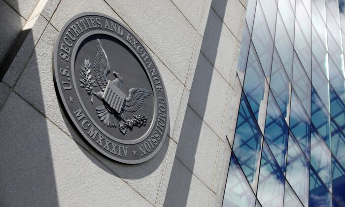 The seal of the U.S. Securities and Exchange Commission (SEC) is seen at their headquarters in Washington, D.C., on May 12, 2021. (Andrew Kelly/File Photo/Reuters)