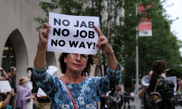 Following a mandate for hospital staff to be vaccinated, a group of protesters gather outside of New York-Presbyterian Hospital in New York City on Sept. 1, 2021. (Spencer Platt/Getty Images)
