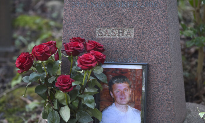 The grave of murdered ex-KGB agent Alexander Litvinenko is seen at Highgate Cemetery in London on Jan. 21, 2016. (Toby Melville/Reuters)