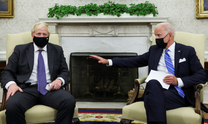 President Joe Biden holds a bilateral meeting with British Prime Minister Boris Johnson in the Oval Office at the White House on Sept.21, 2021. (Evelyn Hockstein/Reuters)