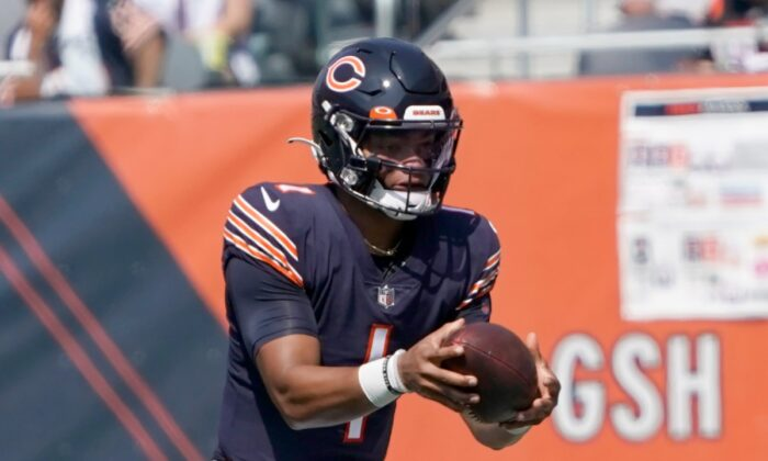 Chicago Bears quarterback Justin Fields carries the ball during the first half of an NFL football game against the Cincinnati Bengals in Chicago, Ill., on Sept. 19, 2021. (David Banks/AP Photo)