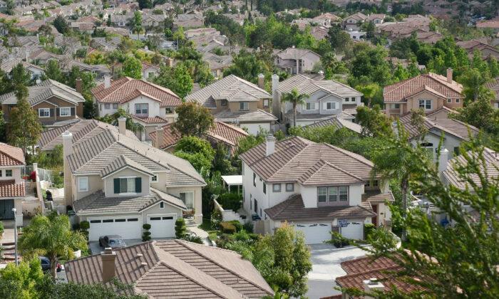 Homes in Lake Forest, Calif., on June 6, 2009. (John Fredricks/The Epoch Times)