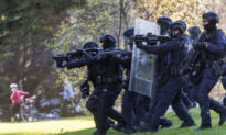 Melbourne Police Fire Large Projectiles, Pepper Balls at Protesters on 3rd Day of Demonstrations