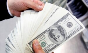 Dollar Dips as Traders Focus on Rate Hike Prospects Elsewhere