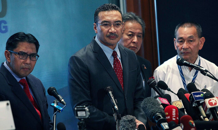 Malaysia's Minister of Defence and Acting Transport Minister Hishammuddin Hussein (2R) listens to questions from the floor during a press conference in Kuala Lumpur, Malaysia, on Mar. 20, 2014 (Rahman Roslan/Getty Images)