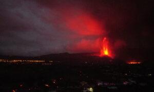 Lava, Smoke, and Ash Cover La Palma as Volcano Threatens Banana Crop