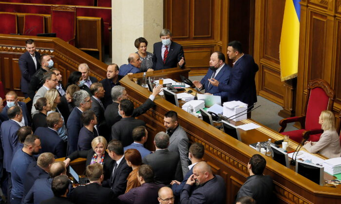 """Opposition lawmakers argue with the first deputy parliament speaker Ruslan Stefanchuk during a parliament session to vote for a law that order """"oligarchs"""" to register and stay out of politics, in Kyiv, Ukraine, on Sept. 23, 2021. (Ruslan Kaniuka/Reuters)"""