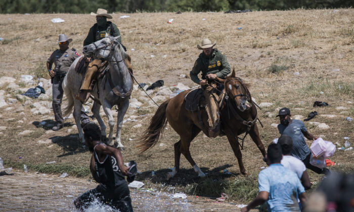 U.S. Customs and Border Protection mounted officers attempt to contain migrants as they cross the Rio Grande from Ciudad Acuña, Mexico, into Del Rio, Texas, Sunday, Sept. 19, 2021. (Felix Marquez/AP Photo)