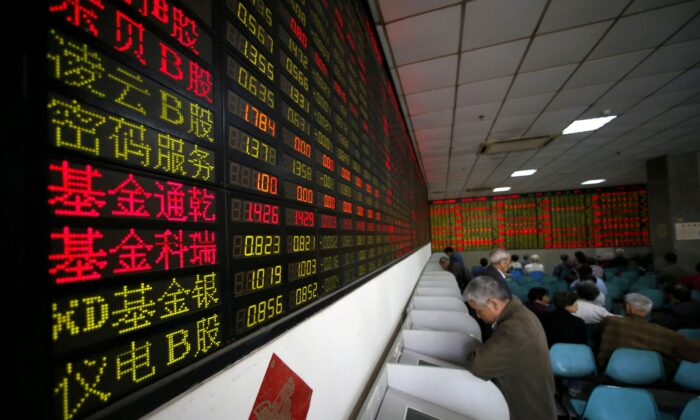 Investors look at computer screens showing stock information at a brokerage house in Shanghai, China on  April 21, 2016. (Aly Song/Reuters)