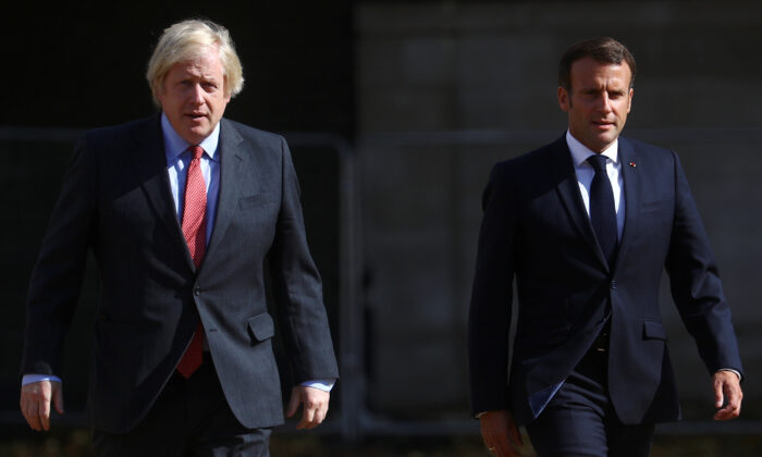 British Prime Minister Boris Johnson and French President Emmanuel Macron walk in London, Britain, on June 18, 2020. (Hannah McKay/Reuters)