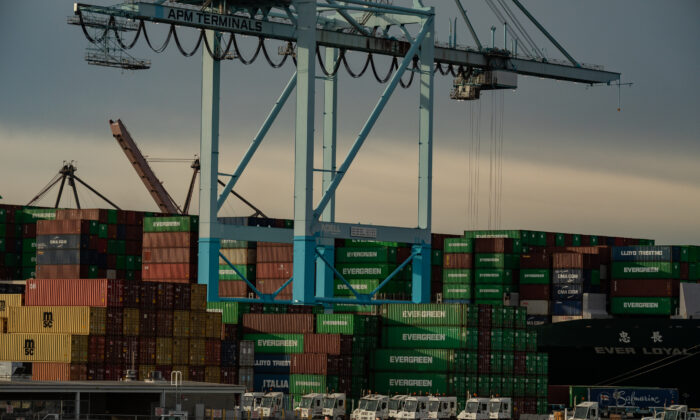 Shipping containers are loaded onto trucks at the Port of Los Angeles, in Long Beach, Calif., on Jan. 12, 2021. (John Fredricks/  Pezou)