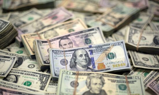 Dollar Hovers Above One-Week Low as Evergrande Questions Persist