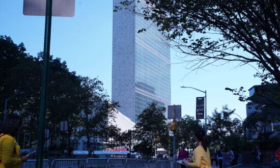 Falun Gong Practitioners Gather Outside UN Building to Protest Against the CCP's Crimes