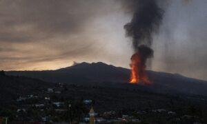 Volcanic Ash Cloud Closes La Palma Airport, New Vent Emerges