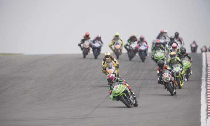 Drivers racing during the Supersport 300 race of the Motul FIM Superbike World Championship in Castle Donington, England, on May 27, 2018. (Mirco Lazzari GP/Getty Images)