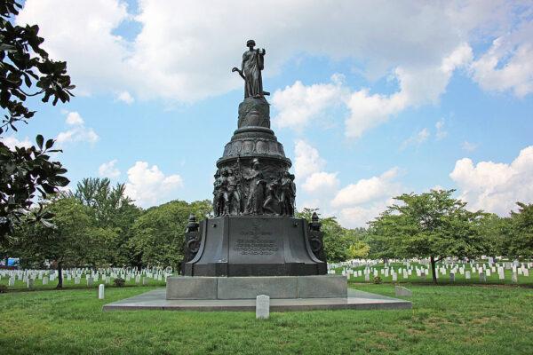 Confederate_Monument_-_S_face_-_Arlington_National_Cemetery_-_2011