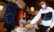 German Conservatives, Social Democrats Tied in Vote to Decide Merkel Successor