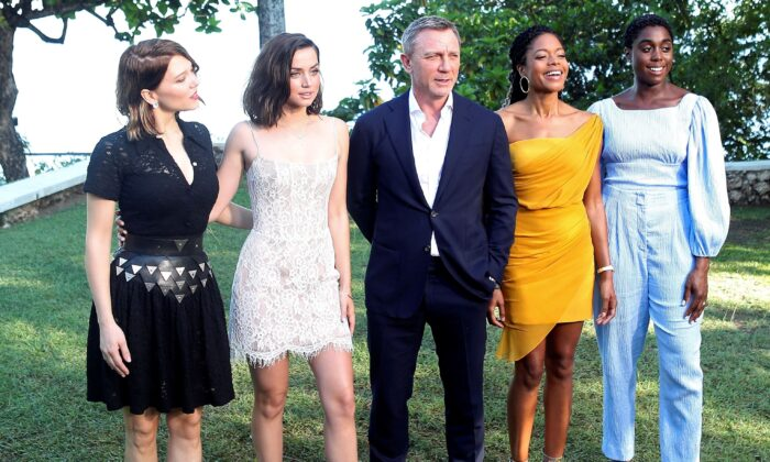"""Actors Lea Seydoux, Ana de Armas, Daniel Craig, Naomie Harris and Lashana Lynch pose for a picture during a photocall for the British spy franchise's 25th film set for release next year, titled """"Bond 25"""" in Oracabessa, Jamaica, on April 25, 2019. (Gilbert Bellamy/REUTERS)"""