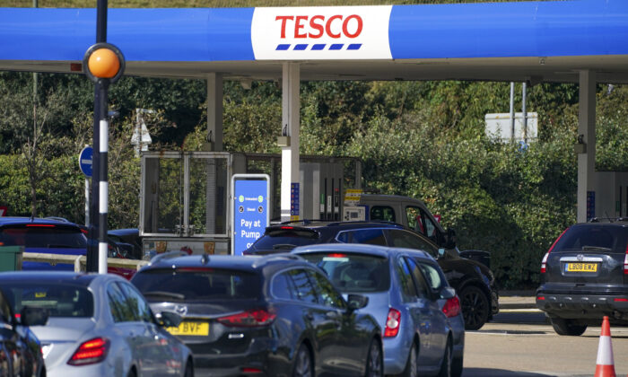 Cars queue at Tesco near Stanwell, Middlesex, England, on Sept. 27, 2021. (Steve Parsons/PA)