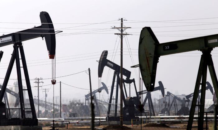 Oil drills are pictured in the Kern River oil field in Bakersfield, Calif., on  Nov. 9, 2014. (Jonathan Alcorn/Reuters)