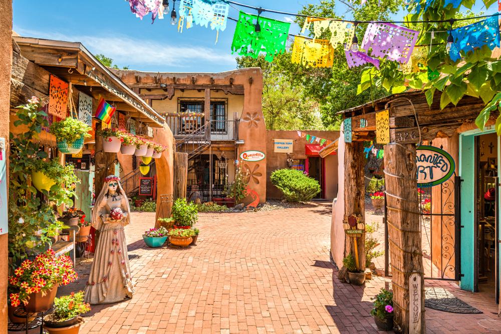 Albuquerque,,New,Mexico,-,June,29,,2019:,Old,Town,Shops