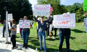 Unvaccinated Health Care Workers in Long Island Rally Against Vaccine Mandate