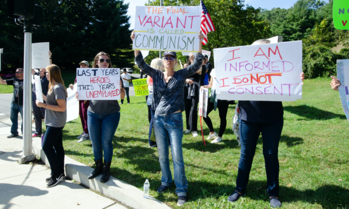 Protesters against a COVID-19 vaccine mandate in New York State hold signs outside the St. Catherine of Siena Medical Center in Smithtown, Long Island, on Sept. 27. (Dave Paone/The Epoch Times)