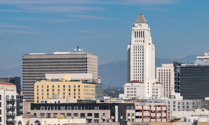 Los Angeles City Hall on Nov. 17, 2018. (John Fredricks/The Epoch Times)