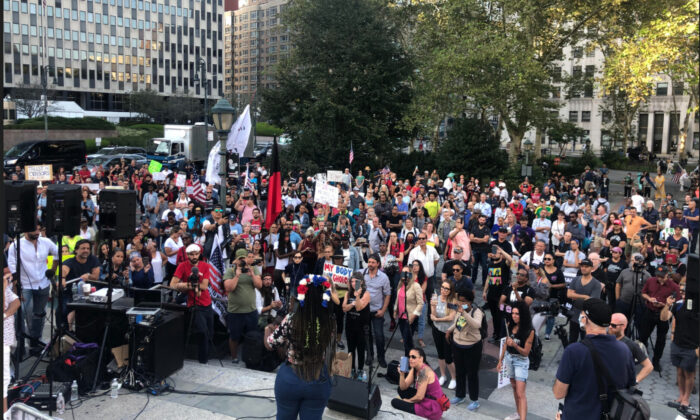 Protesters against the NY vaccine mandate rally at Foley Square, Manhattan, New York, on Sept. 27, 2021. (Enrico Trigoso/The Epoch Times)