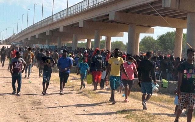 Migrants, many from Haiti, encamped along the Del Rio International Bridge in Del Rio, Texas. (Tony Gonzales)