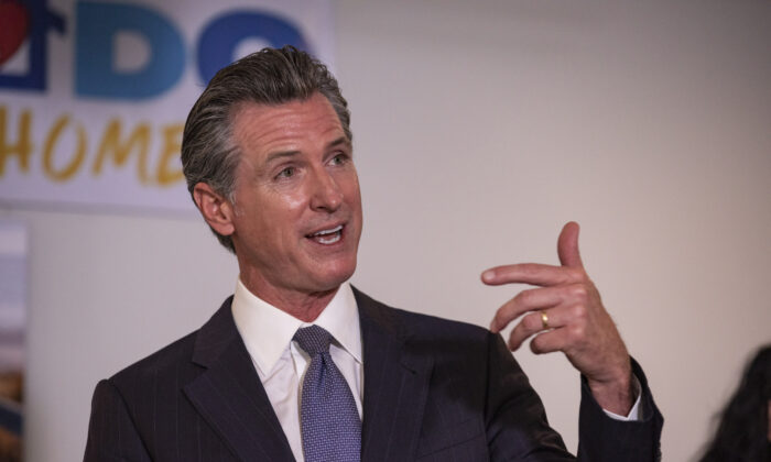 California Governor Gavin Newsom discusses the state's plan for homelessness inniciatives in Los Angeles, Calif., on Sept. 29, 2021. (John Fredricks/The Epoch Times)
