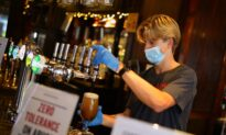 UK Lawmakers Urge Government to Support Pubs With Tax Cuts