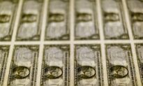 Dollar Edges Up as Energy Surge Drives Inflation Worries