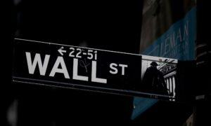 Wall Street Ends Choppy Session Lower on Earnings Jitters; Financials Down