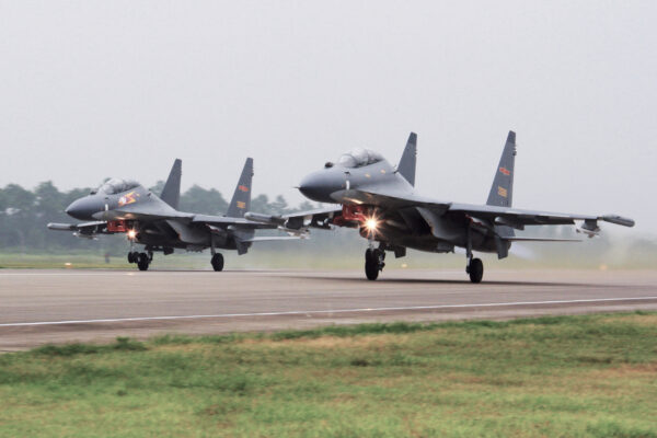 Two Chinese Su-30 fighter planes