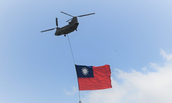 A U.S.-made CH-47 helicopter flies an 18-meter by 12-meter national flag at a military base in Taoyuan city, Taiwan, on Sept. 28, 2021. (Sam Yeh/AFP)