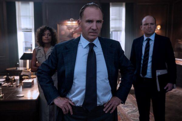 Ralph Fiennes (C) plays MI6 executive M